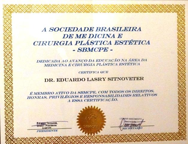 Membro da Sociedade Brasileira de Medicina e Cirurgia Plástica Estética.